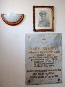 Pamětní deska věnovaná Karlu Novotnému (v hrbovské kapli)
