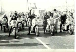 Motorky na startu u Laviček